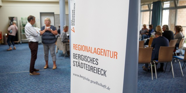 Roll-up mit dem Schriftzug Regionalagentur Bergisches Städtedreieck