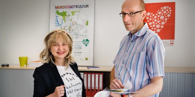 Studierende und Leiter der Caritas imm Büro Dortmunder Nordstadt