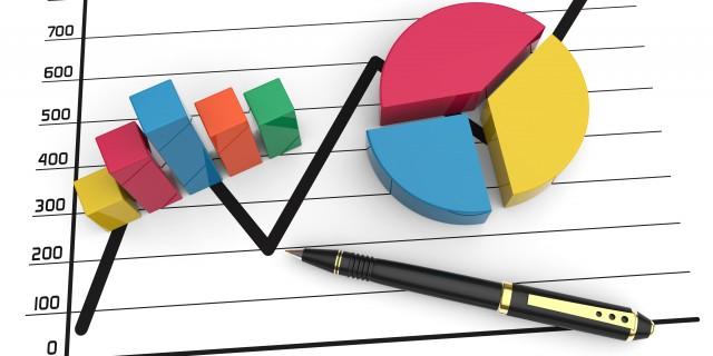 Drei unterschiedliche Diagramme mit einem Kugelschreiber