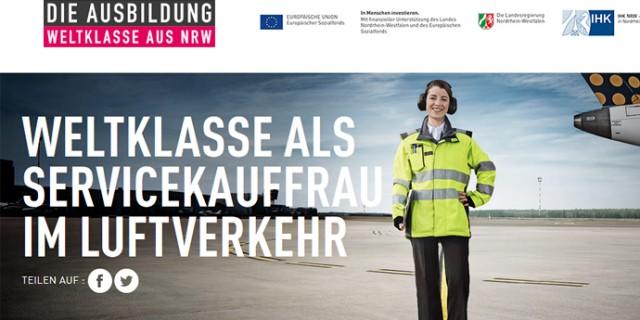 Servicekauffrau Luftverkehr - junge Auszubildende am Flughafen