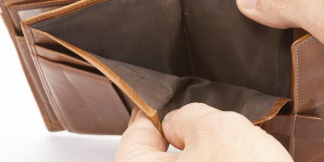 Foto zeigt ein leeres Portemonnaie