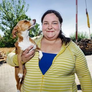 Foto: Teilnehmerin Jaqueline mit Hund