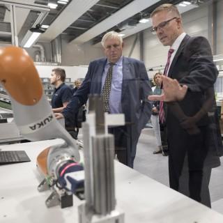 Minister Laumann am Lehrstuhl für Produktionssysteme der Ruhr-Uni Bochum