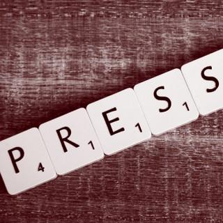 Presse mit Scrabble Buchstaben geschrieben