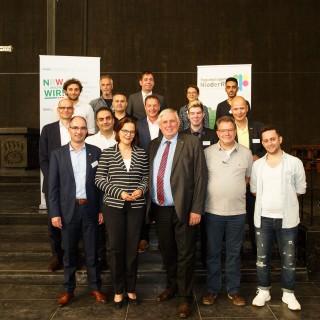 """Gruppenfoto bei Aktion """"NRW. Das machen WIR!"""