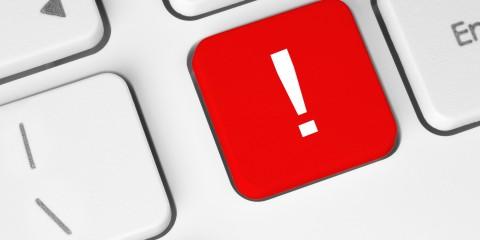 Taste mit Ausrufezeichen auf Computer-Tastatur