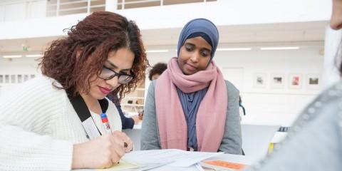 Foto: Geflüchtete Frauen konnten ihre Fragen einbringen und sich bei den Expertinnen informieren