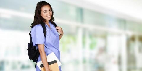 Foto zeigt Krankenpflege-Schülerin