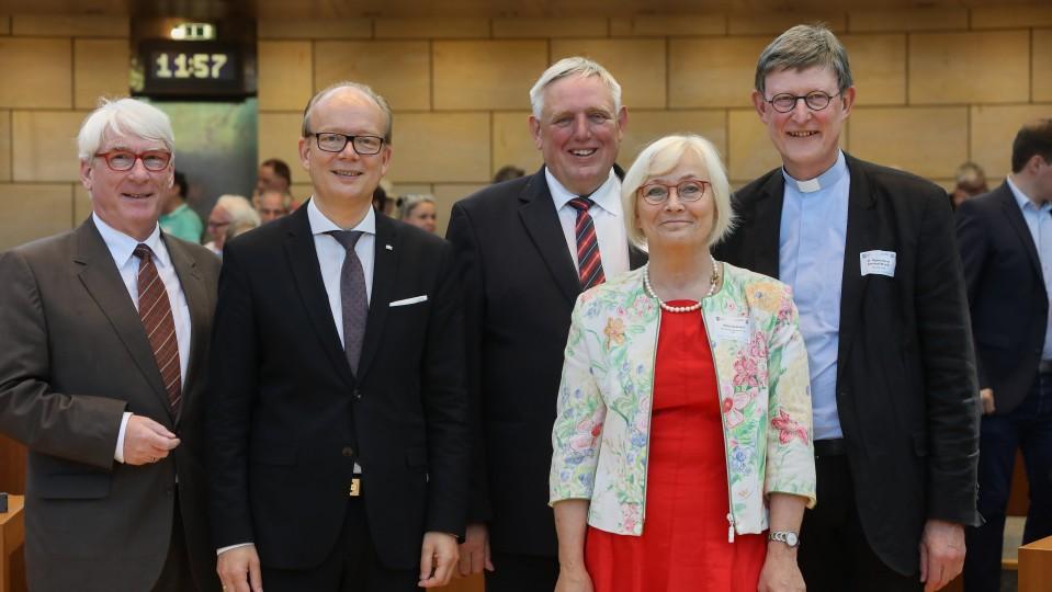 Vertreter von Landtag, Landesregierung und Kirchen waren auf der Veranstaltung vertreten.