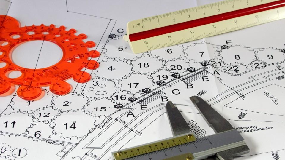 Zeichnung für Bauplanung mit Instrumenten