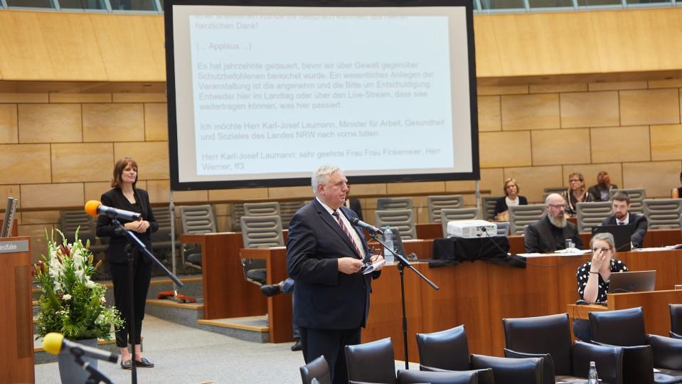 Minister Laumann bei seiner Rede.