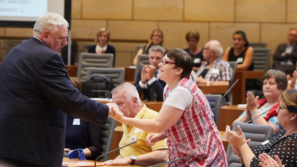Minister Laumann entschuldigt sich bei den Betroffenen.
