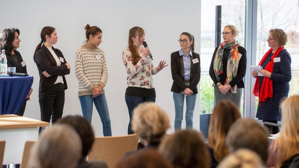Foto: Talkrunde mit TEP-Teilnehmerinnen