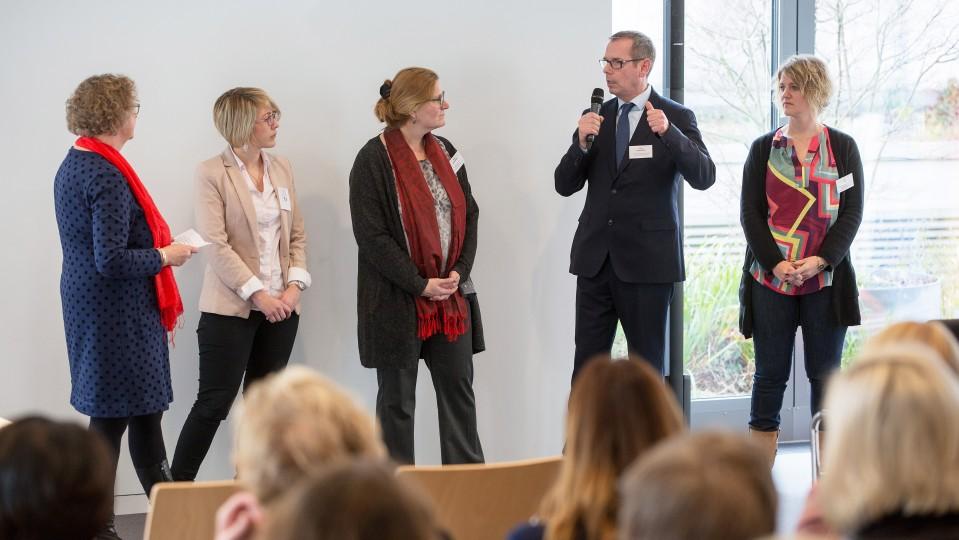 Foto: Talkrunde mit Unternehmensvertretungen