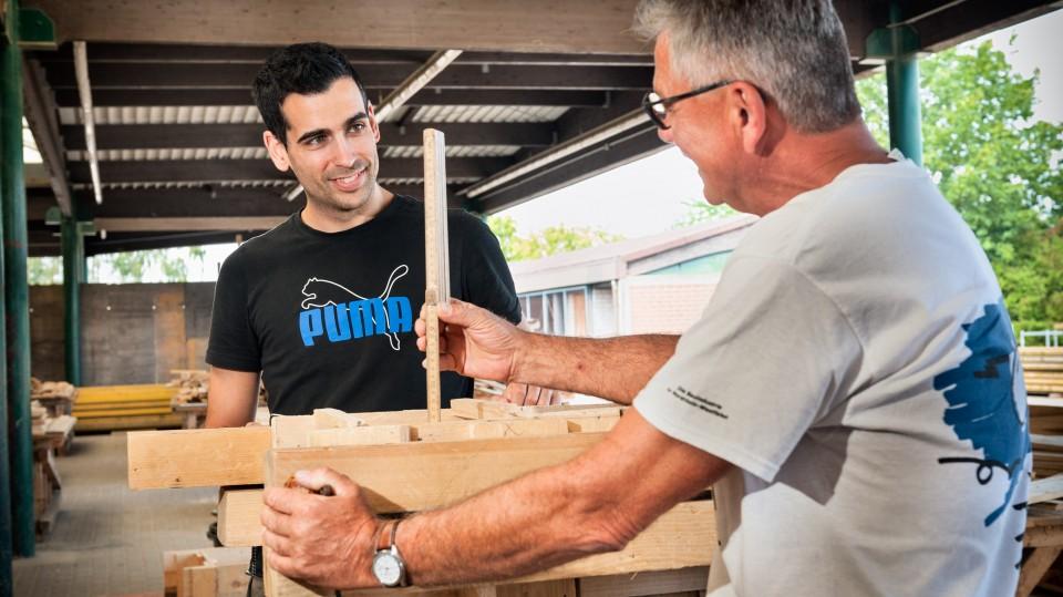 Foto: Ausbildungsmeister mit zuünftigem Betonbauer.