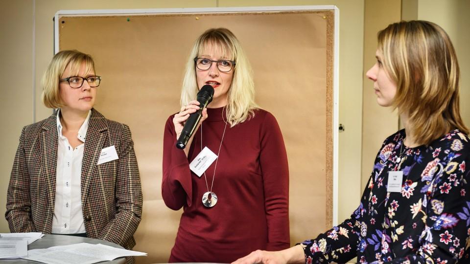 Foto:  (v.l.n.r.): Tina Riedel, Projektentwicklung Jobcenter Kreis Unna, Anke Schürmann-Rupp, Leiterin Sozialagentur Mülheim, Dr. Katja Nink, G.I.B.