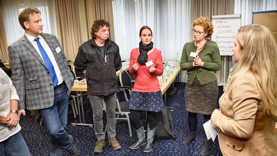 Foto: Vertiefende Diskussion in Arbeitsgruppen: Die Arbeitsgruppe 1