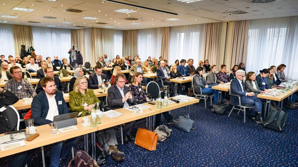 """Foto: Die Abschlussveranstaltung in Bochum nutzten das NRW-Arbeitsministerium und die Regionaldirektion NRW auch zum Dank an die beteiligten Akteure und Akteurinnen für so viel """"Engagement und Herzblut""""."""