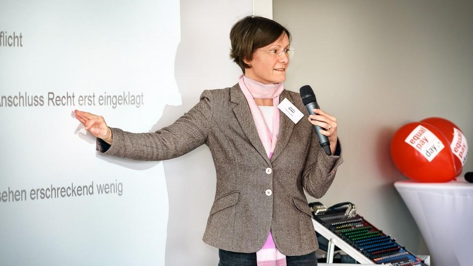 Foto: Marlene Seckler vom DGB NRW zeigte die Schwachstellen des seit Januar 2018 geltenden Entgelttransparenzgesetzes auf