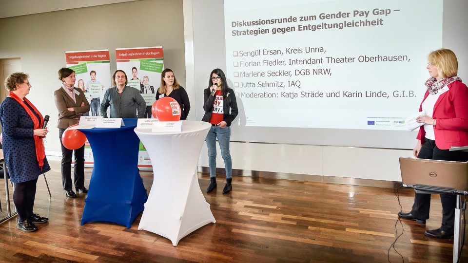Foto: Podiumsdiskussion zum Gender Pay Gap