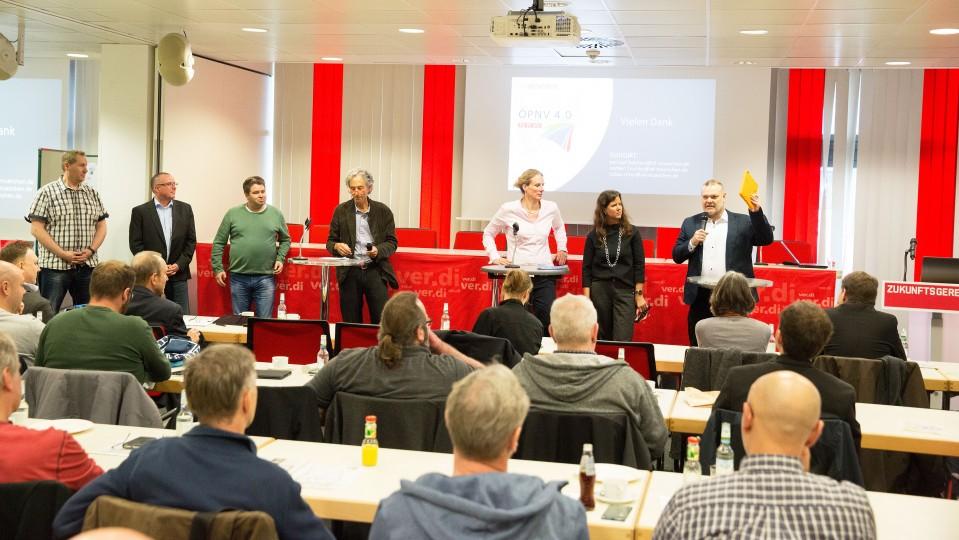 Podiumsdiskussion: Vertreterinnen und Vertreter der Verkehrsbetriebe