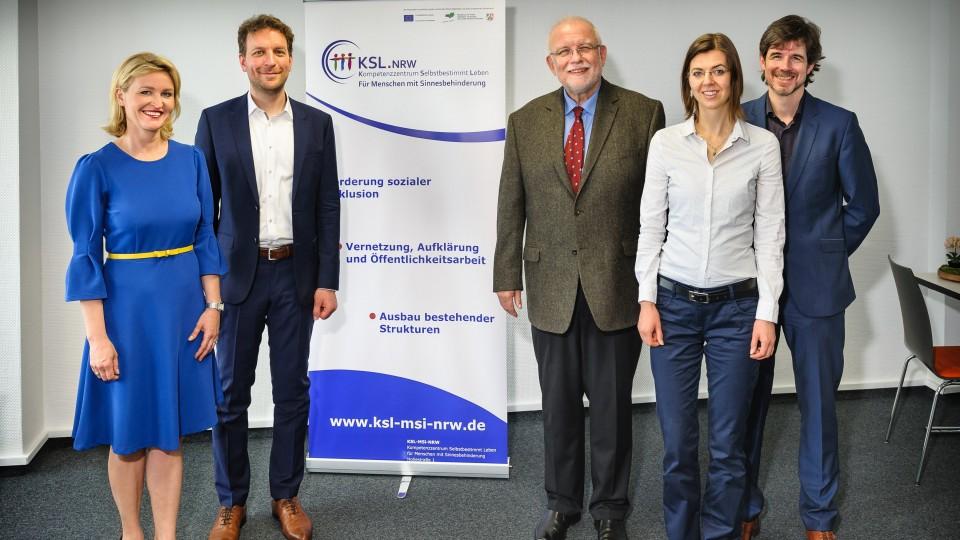 Foto v.l.n.r: Alexandra Janaszek (Leiterin des KSL-MSI), Dr. Christof Stamm und  Ulrich Kolb (beide MAGS NRW), Stefanie el Miri (EU-Kommission) und Daniel Jansen (Leiter der ESF-Verwaltungsbehörde in NRW)