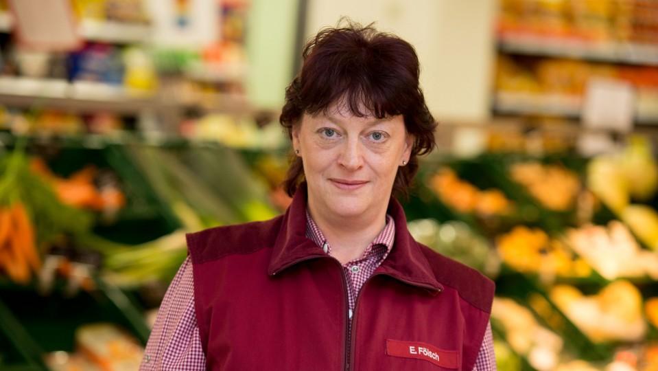 Foto: Mitarbeiterin im Heßler-Markt