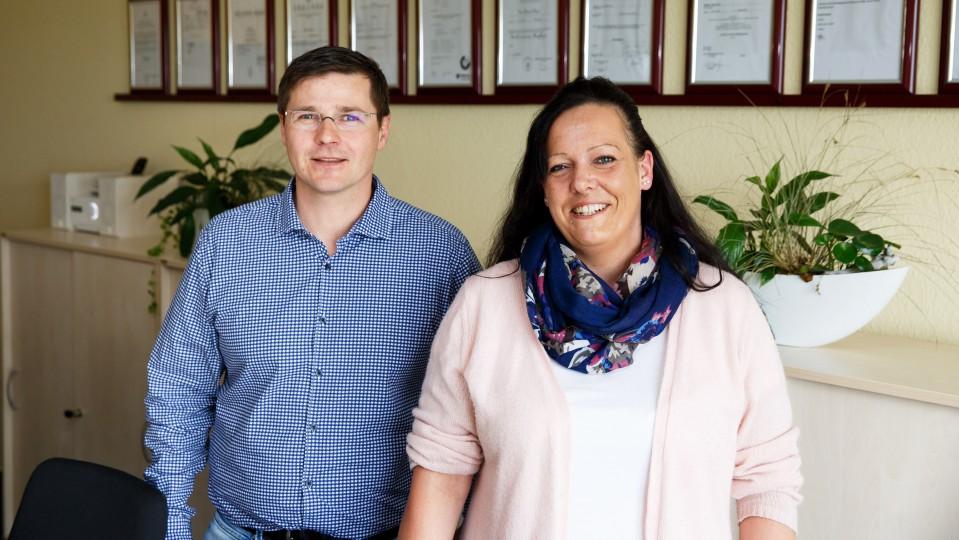 Foto: Izet Porrmann, Chef und Gründer des hsh-Pflegedienstes und Ramona Sadowski, ehemalige TEP-Teilnehmerin