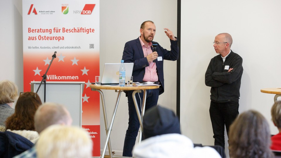 Stellvertretender Landesleiter ver.di NRW hält das Wort