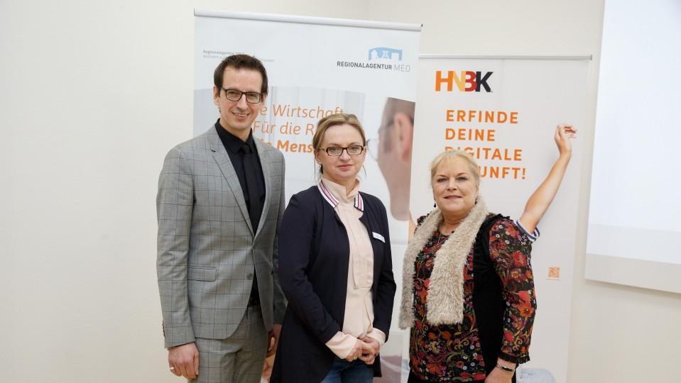 Leiter der Regionalagentur Bodo Kalveram zusammen mit beiden Projektkoordinatorinnen