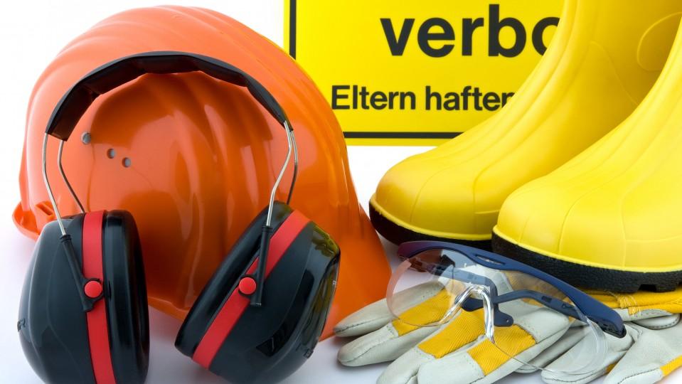 Foto zeigt mehrere Sicherheitshilfsmittel für die Baustelle