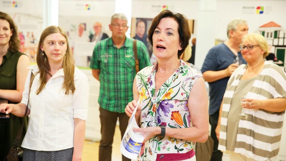 Foto: Bürgermeisterin Sonja Leidemann hält eine Eröffnungsrede