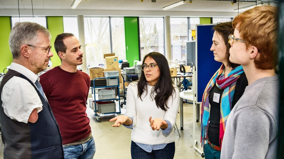 Teilnehmende der Veranstaltung und Studierende im Austausch