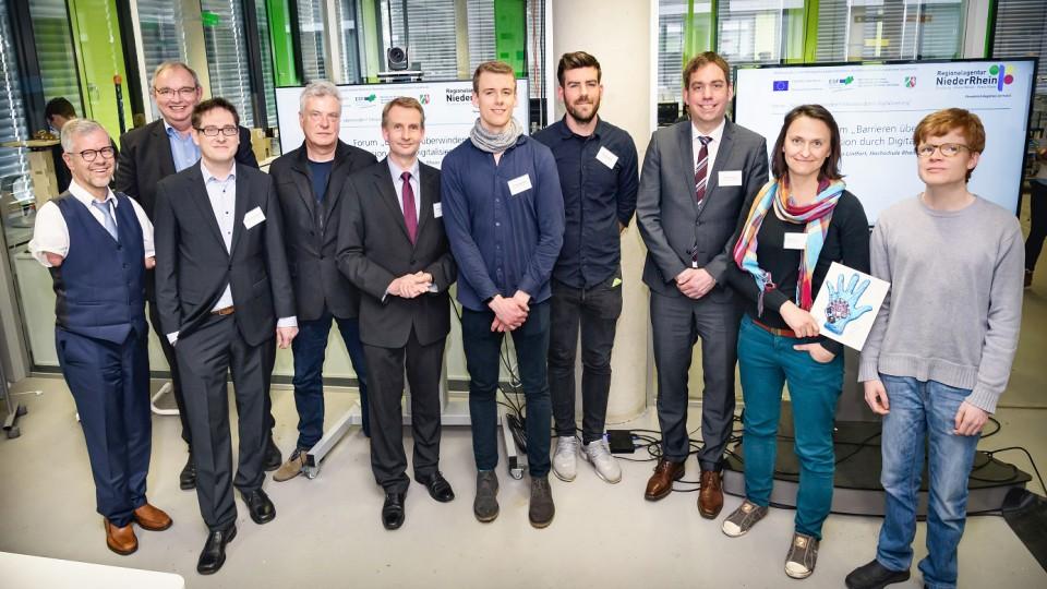 Gruppenfoto mit den Hauptakteuren der Veranstaltung