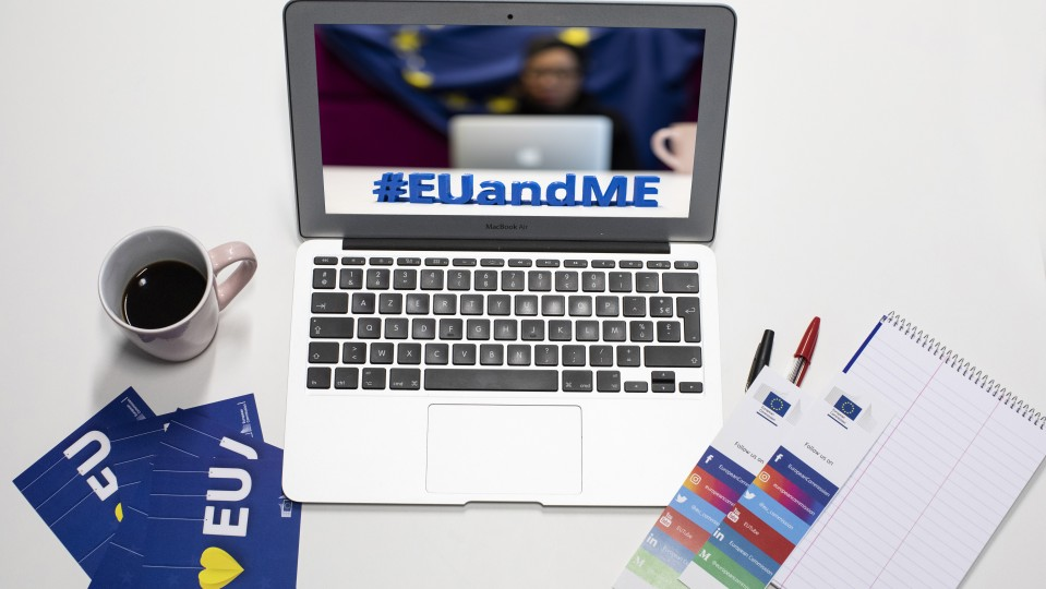 Foto zeigt Laptop mit Bild #EUandMe