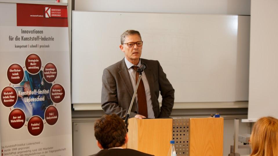 Staatssekretär Dr. Heller bei einer Rede
