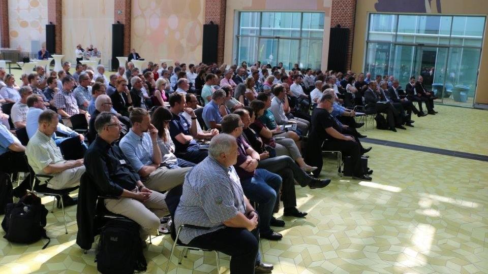 Besucher der Arbeitsschutz Fachtagung hören sich einen Vortrag an