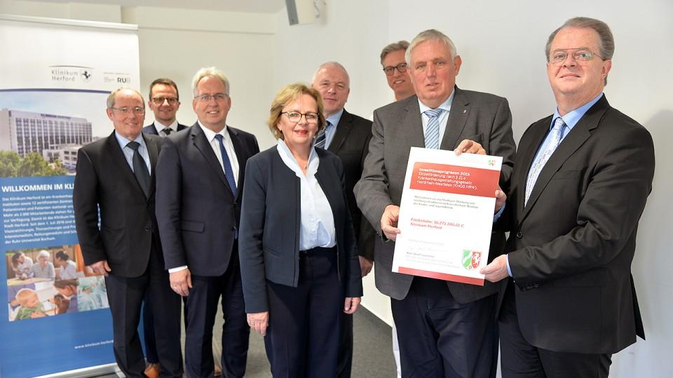 Foto vom Pressetermin zum Ausbau der Ausbildungskapazitäten in der Pflege: Klinikum Herford