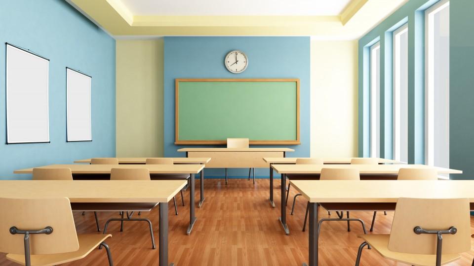 Foto zeigt leeres Klassenzimmer