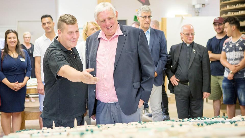Foto: Minister Laumann besucht die Werkkiste